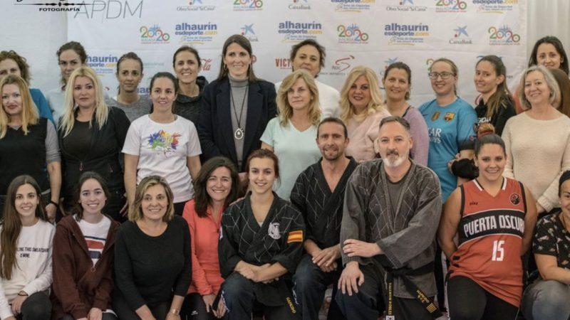Medio centenar de mujeres en el taller de defensa personal de la APDM