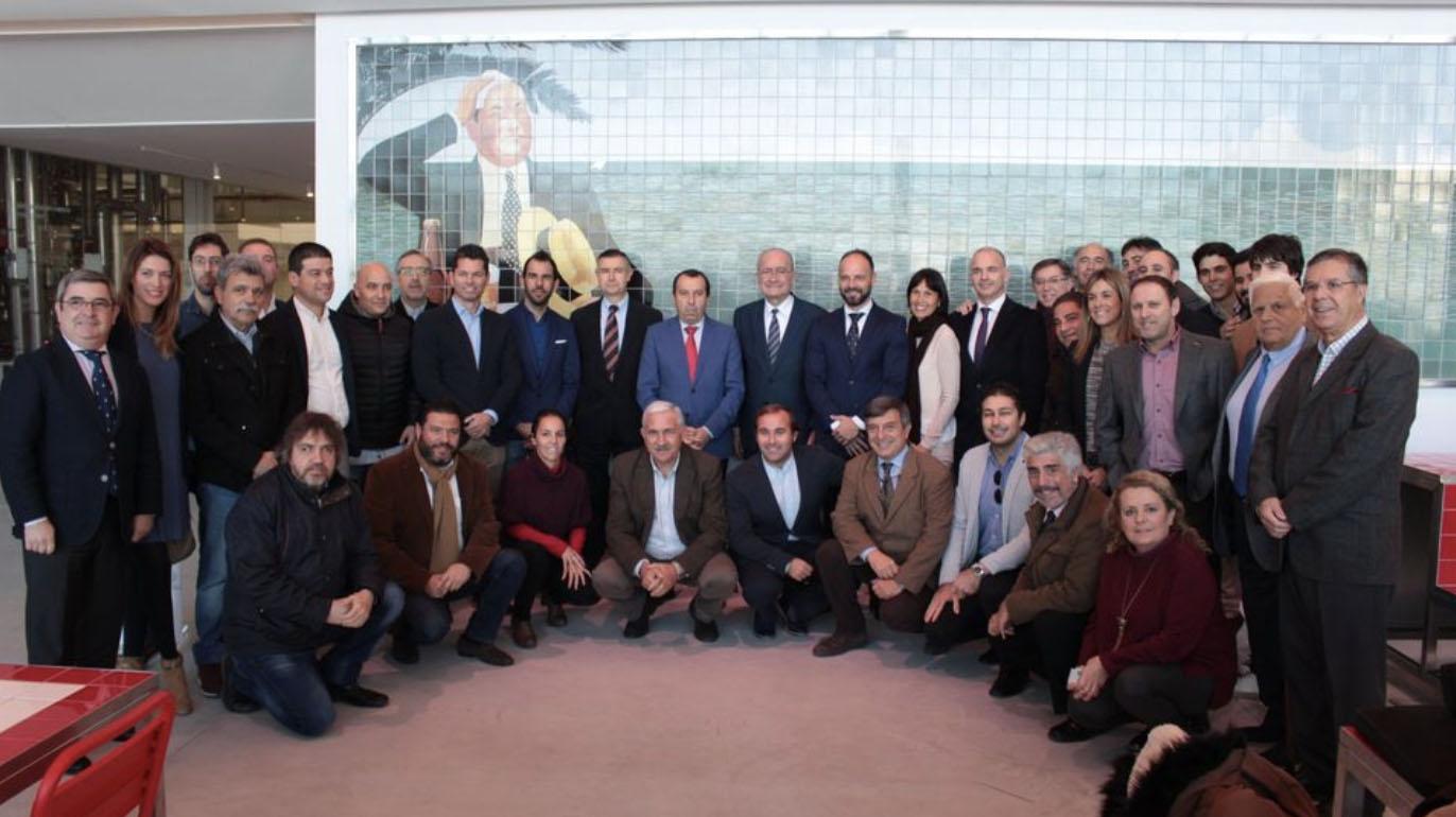 De la Torre y Ruiz Espejo entregan los primeros carnés de la Asociación de Periodistas Deportivos de Málaga (APDM)