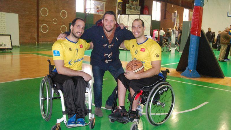 Jesús Ortiz (centro) con los hermanos Zarzuela. Fuente: Avance Deportivo