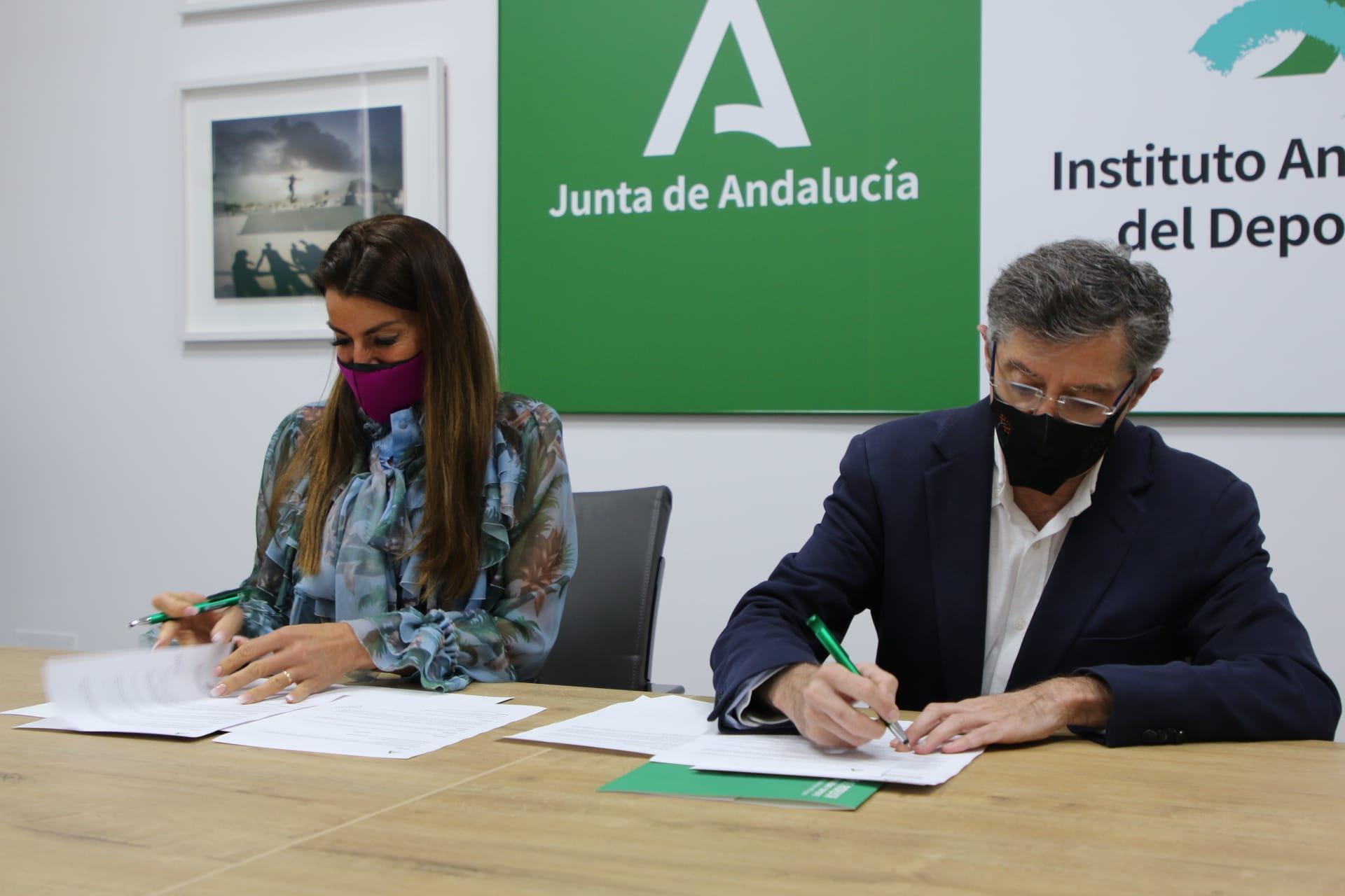 La Consejería de Educación y Deporte y la Asociación de Periodistas Deportivos de Málaga acuerdan la difusión de la formación deportiva del IAD